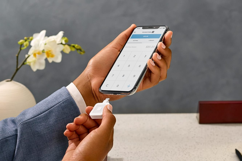 Square announces Lightning-based magnetic card reader