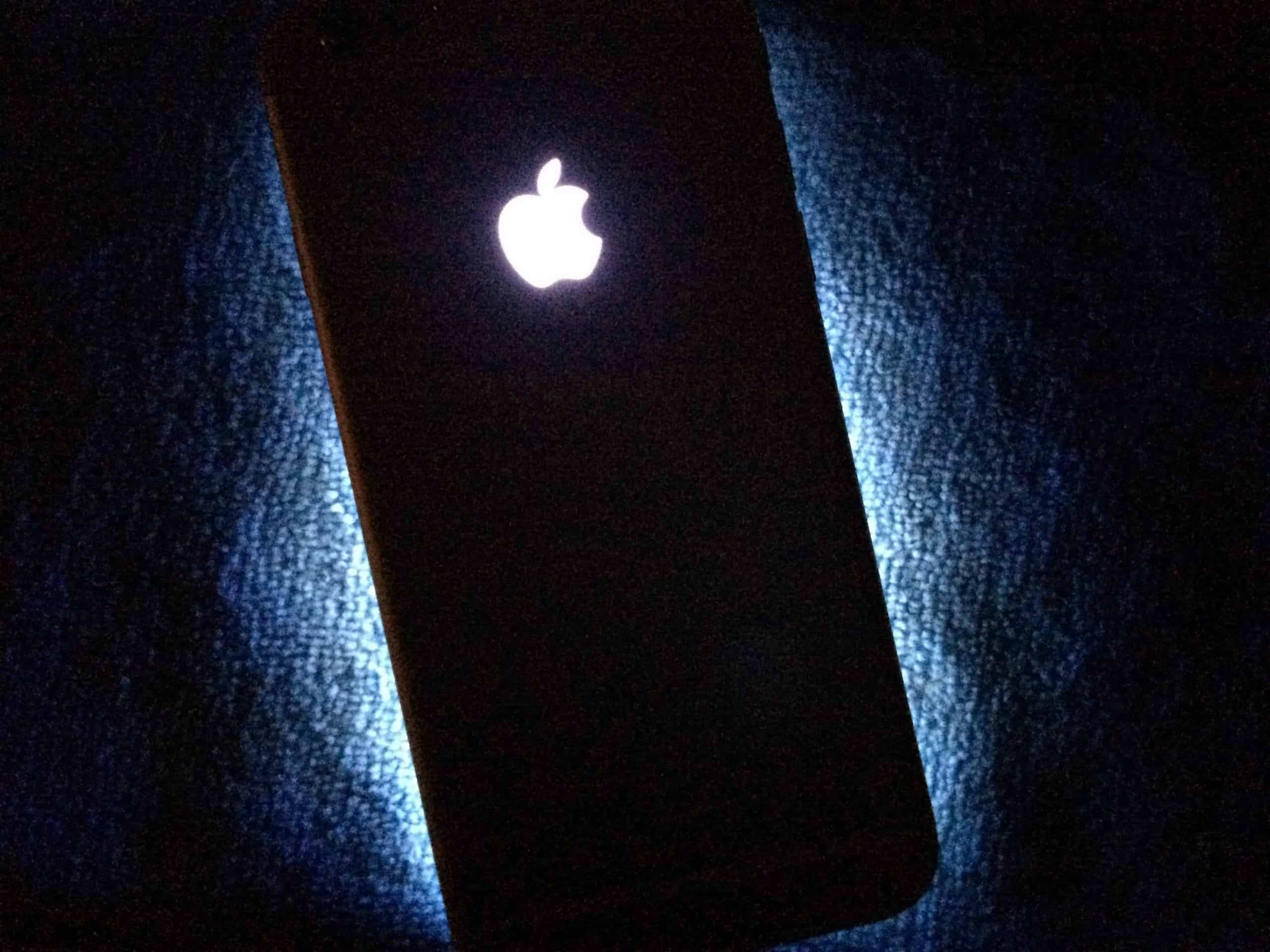 iPhones could have glowing Apple logo as notification light