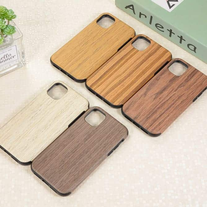 This is a wooden case by RainMan for the iPhone 11 Pro Max.