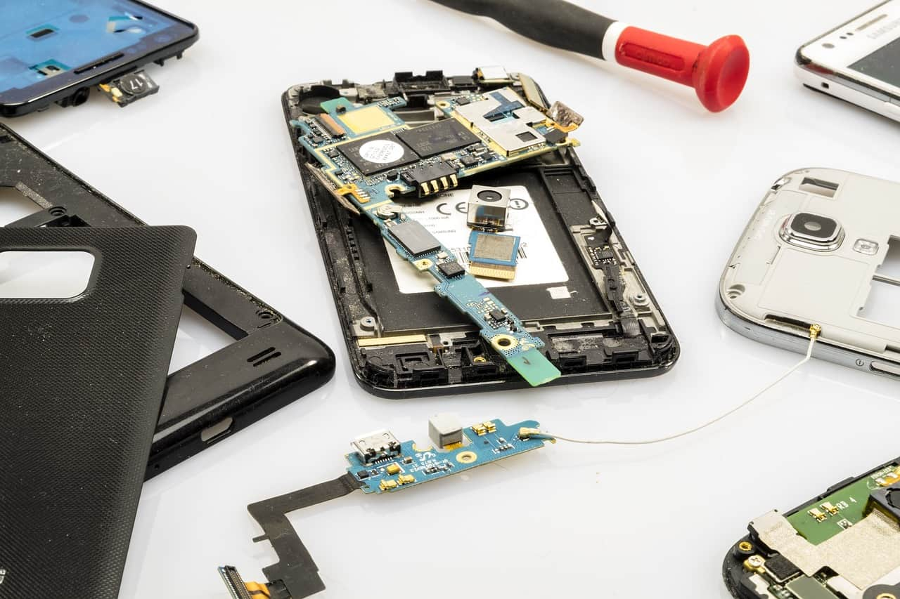 Fixing Your Tech - Here's Why More People Are Using Independent Repair Stores