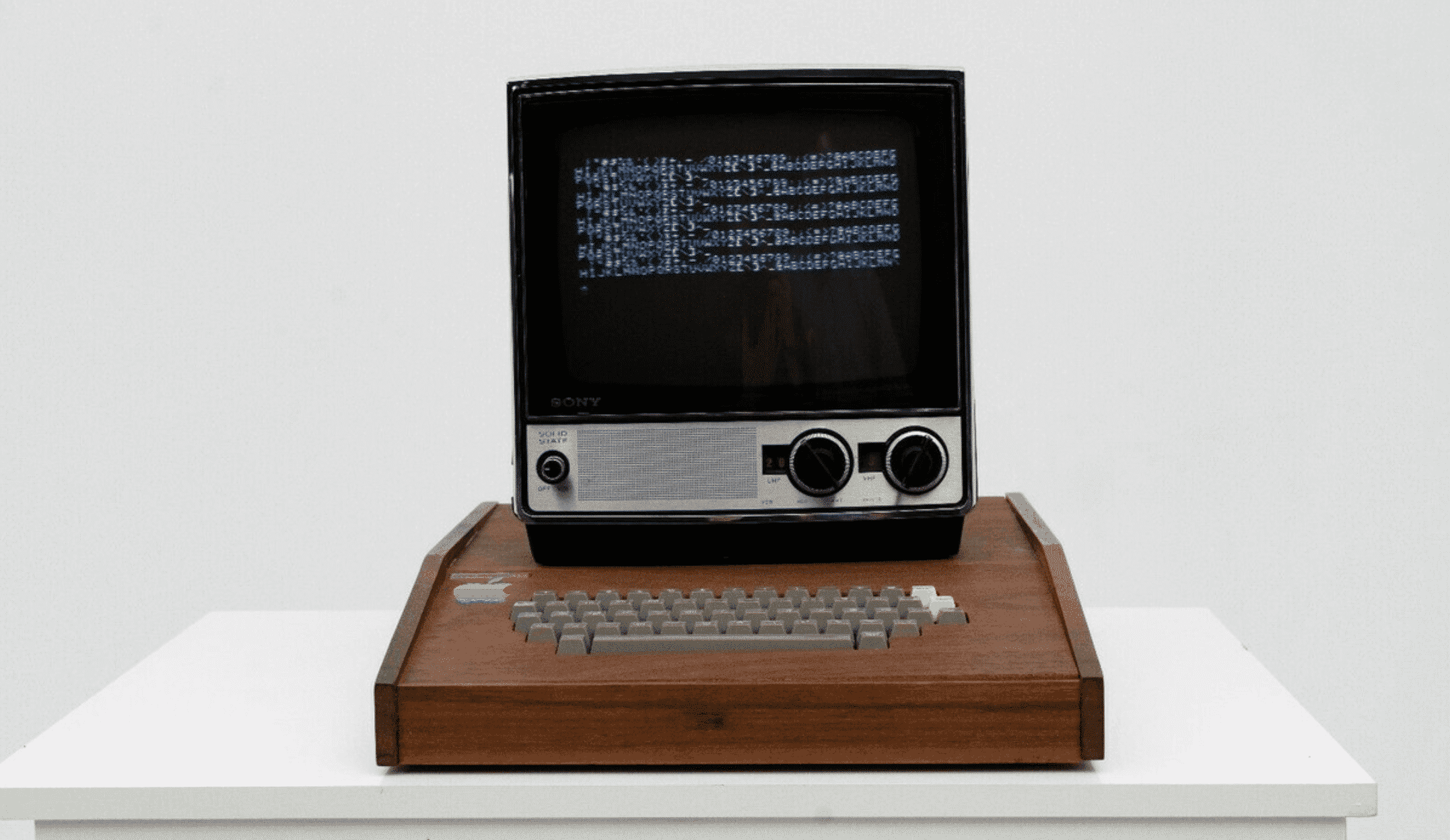 Near-Perfect Apple-1 with Custom Wood Case Expected to Fetch $1.75M