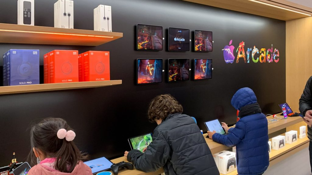 Apple Stores update their displays with focus on Apple Arcade