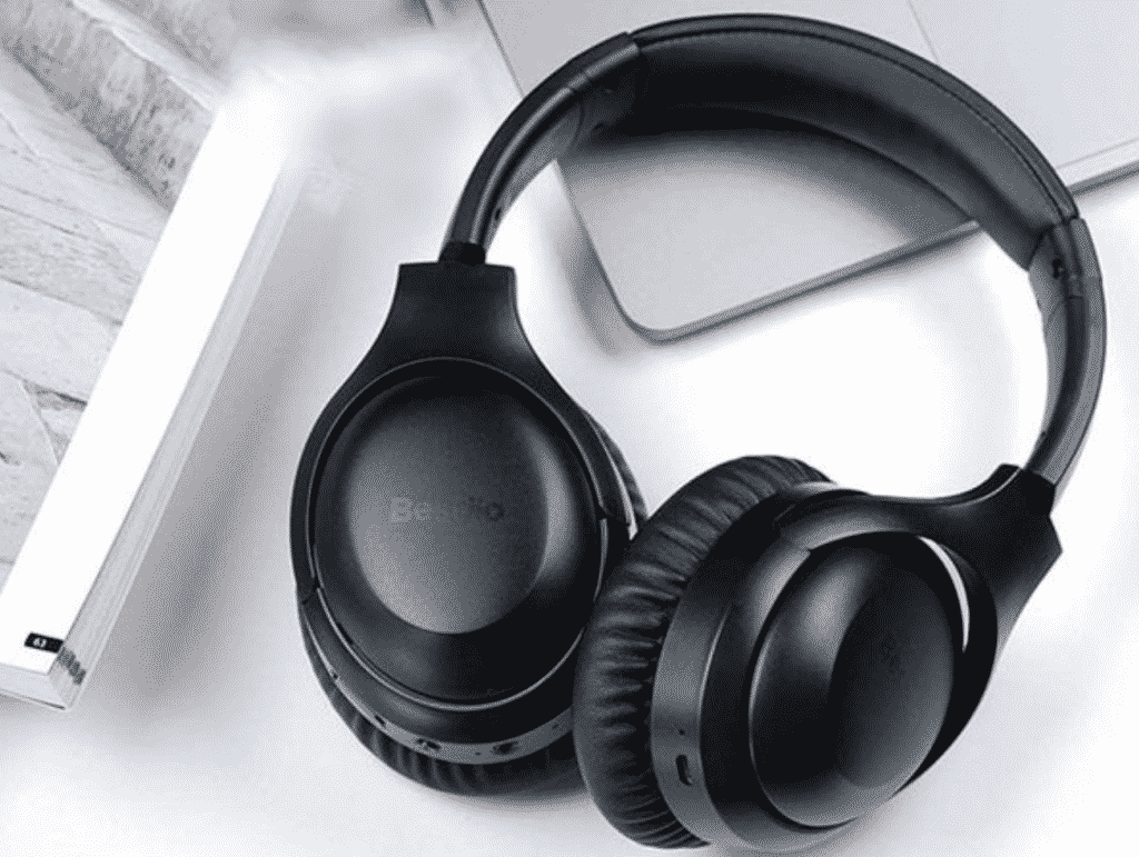 Noise-cancelling headphones by BesDio
