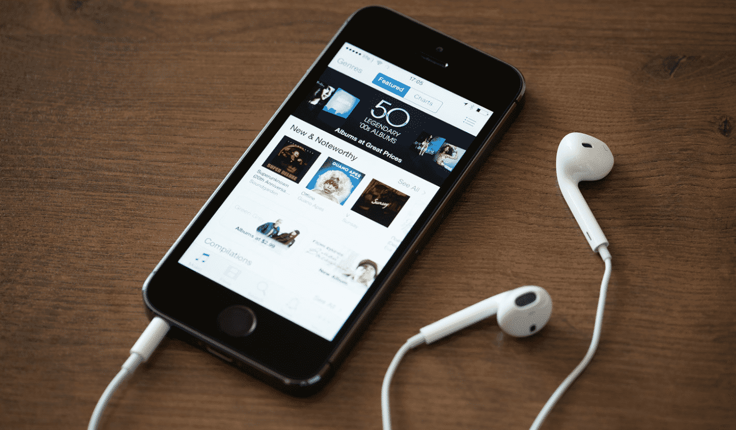 Top 8 best podcasts available on Apple Podcasts right now
