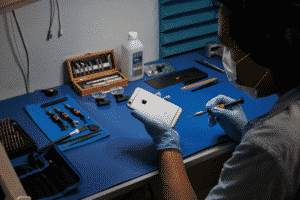 Apple's Independent Phone Repair Program
