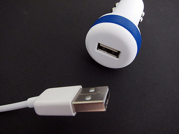 First Look: iKit AutoCharge+ USB Car Charger + Charge Sync Cable for iPad, iPhone + iPod
