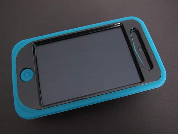 First Look: iSkin Pebble + Touch Duo for iPod touch 4G
