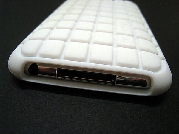 Review: Speck PixelSkin for iPod nano 4G + iPod touch 2G