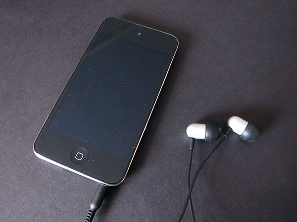 First Look: NOCS NS600 Earphones With Remote and Mic for iPad, iPhone + iPod