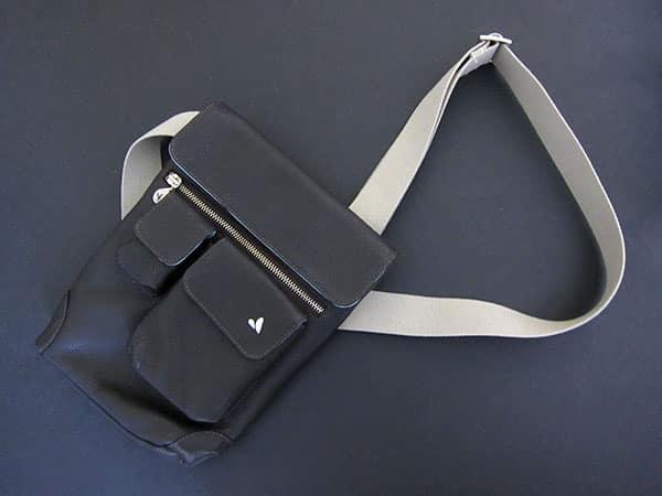 First Look: Vaja Messenger Bag for iPad