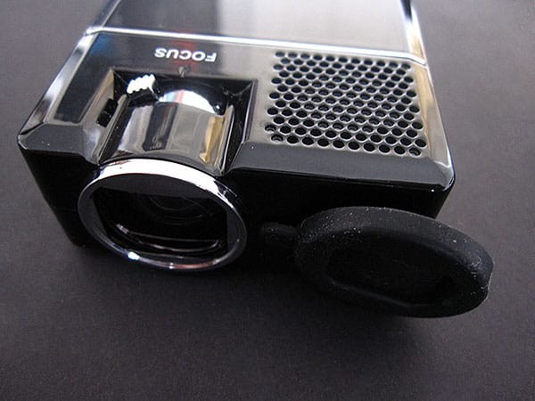 Review: AAXA P1 Pico Projector for iPod and iPhone