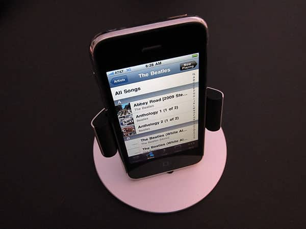 Review: Just Mobile Lounge Dashboard & Desktop Stand for iPhone