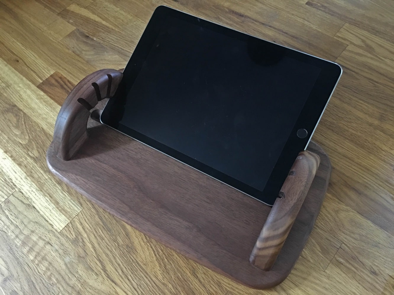 """Review: Moe Bull Stand for iPad Air 2 + 9.7"""" iPad Pro"""