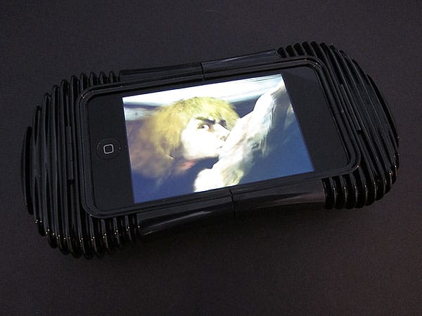 First Look: QDOS Jet Play Gaming Case for iPhone and iPod touch
