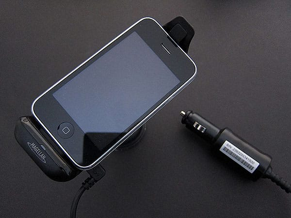 Review: MiTAC Magellan Premium Car Kit for iPhone or iPod touch