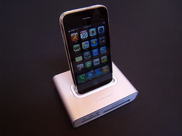 Review: Griffin Simplifi Dock/USB/Card Reader for iPod and iPhone
