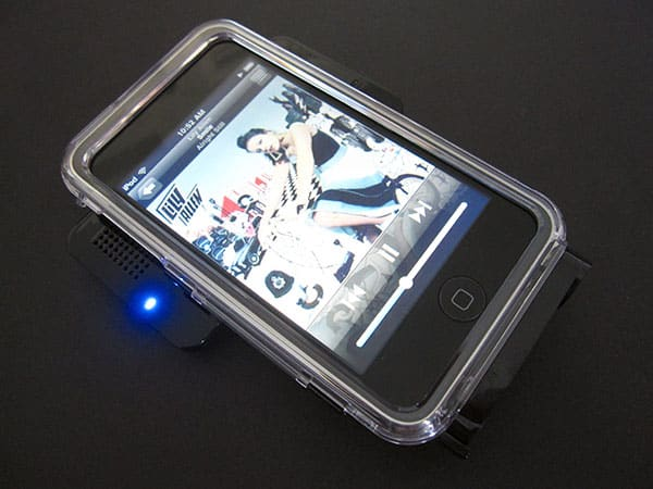 First Look: Cyanics IPS46 Portable Swing Speaker with Case for iPod touch 1G/2G