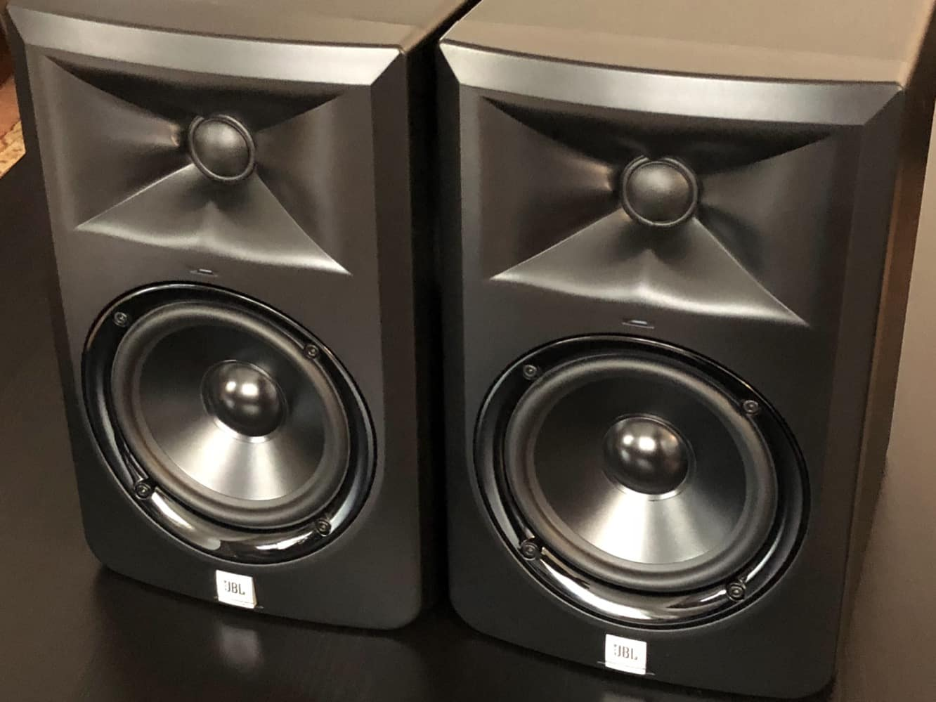 """Review: JBL LSR305 5"""" Two-Way Powered  Studio Monitor"""