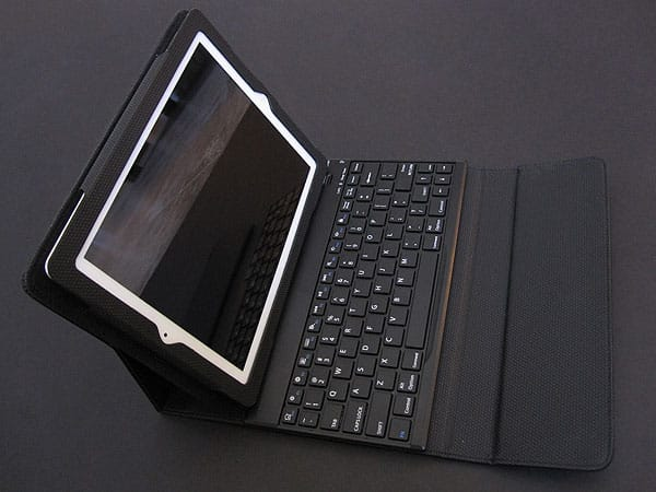 Review: Brookstone Keyboard Cases for iPad 2/iPad (3rd-Gen)
