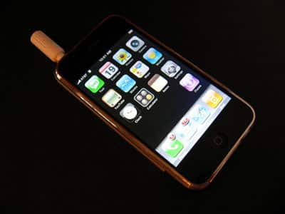 First Look: JAVOedge iPhone Port to 3.5mm Stereo Headphone Adapter