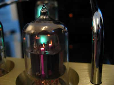 Review: Vuum Audio VTi-B1 Vacuum Tube Amplifier Speaker System with Dock and Remote