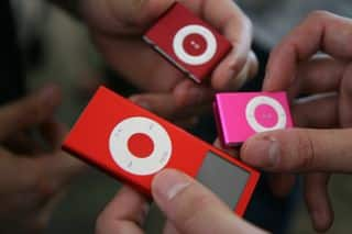 First Hands-On: Holiday 2007 vs. 2006 iPod shuffle, nano colors