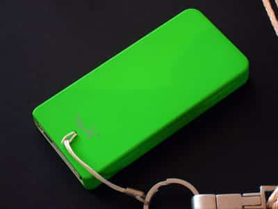 First Look: Vakaadoo iVak N-type Cases for iPod nano (First-Generation)