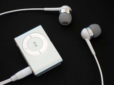 First Look: Razer Pro Tone m100 Innovative Plug-In Earphones