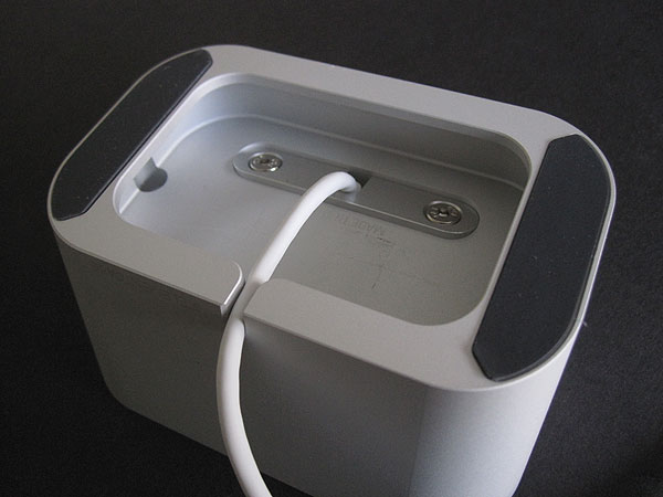 Review: Element Case Vapor Dock for iPhone 4/4S