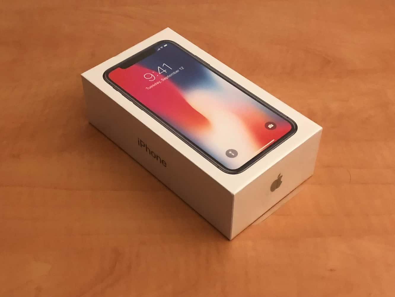 iPhone X: Unboxing + comparison photos