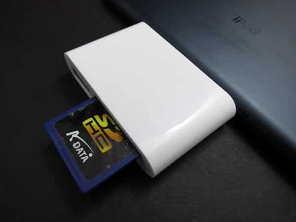 Review: Photojojo Lightning SD Card Reader