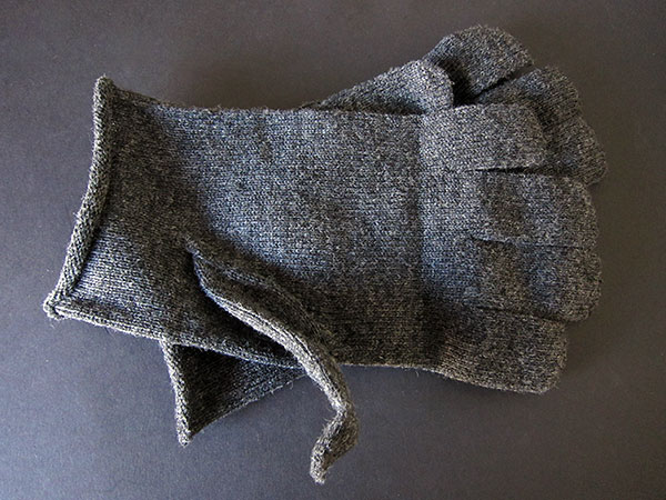 First Look: Dots Gloves D217 Gloves for iPhone, iPod touch, + iPad