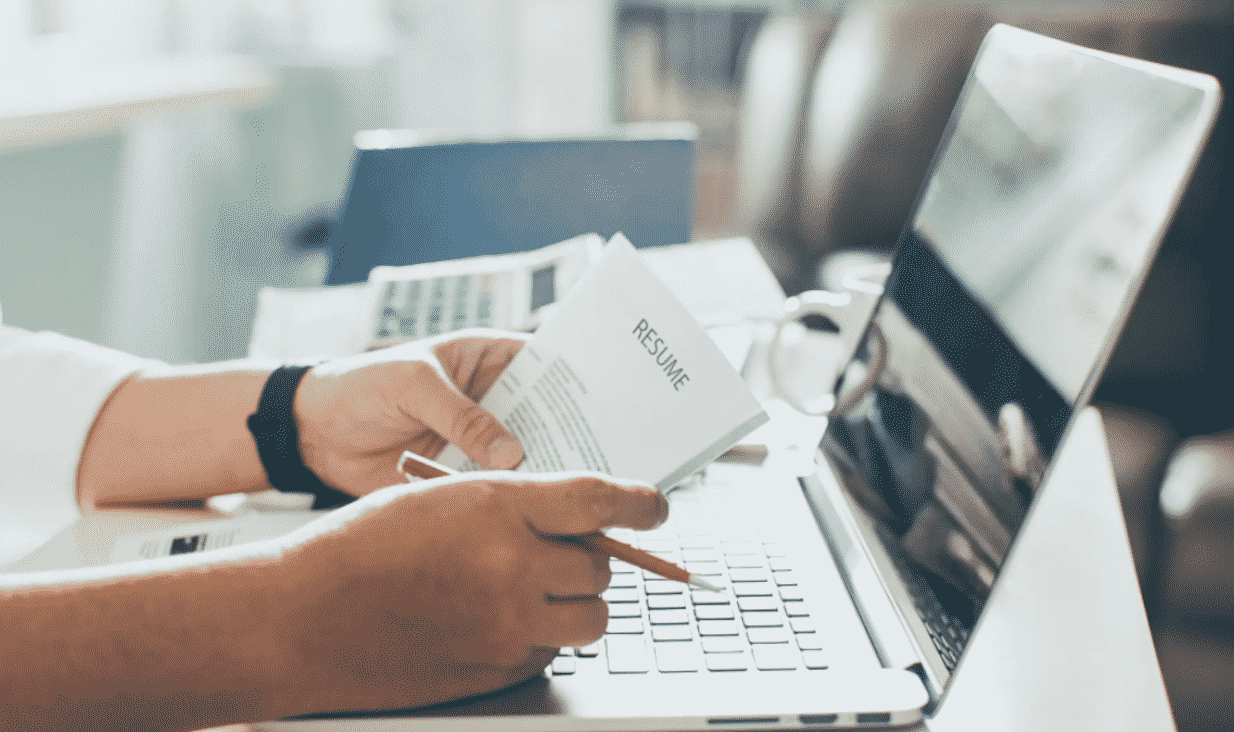 5 Signs That You Should Invest in a Resume Writing Service