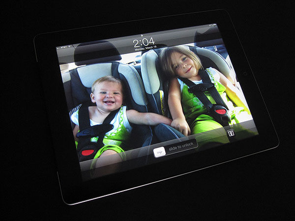 First Look: Simplism Bubble-less Film and Protector Film for iPad (3rd-Gen)