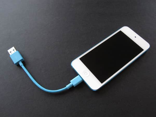 """Review: Incase 6"""" Sync and Charge Lightning to USB Cable"""