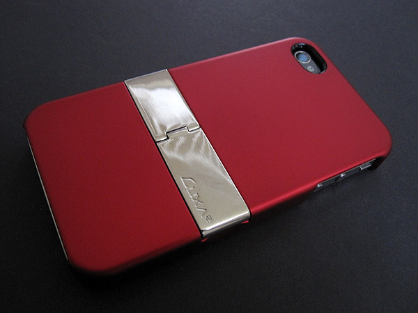 First Look: Luxa2 PH3 Metallic Stand Case for iPhone 4