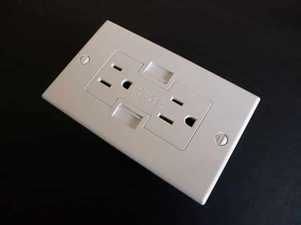 Preview: Newer Technology Power2U AC/USB Wall Outlet