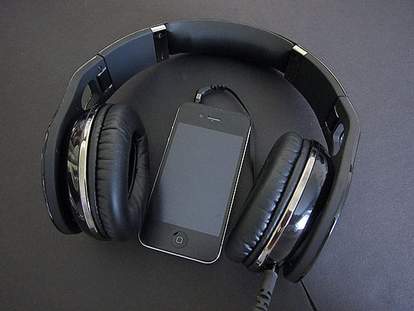 Review: Scosche Realm RH1056m Reference Grade Headphones