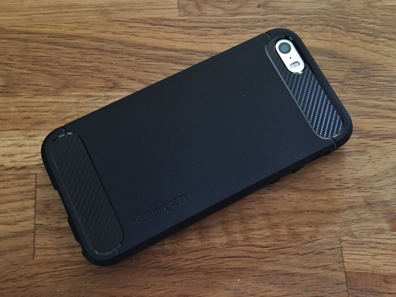 Review: Spigen Rugged Armor, Style Armor + Wallet S for iPhone SE