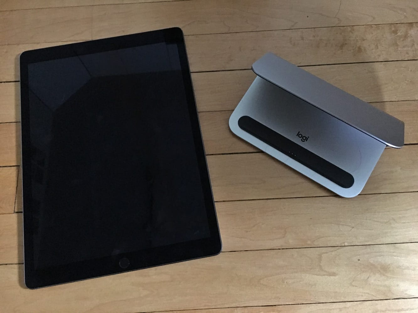 Review: Logitech Logi BASE Charging Stand for iPad Pro