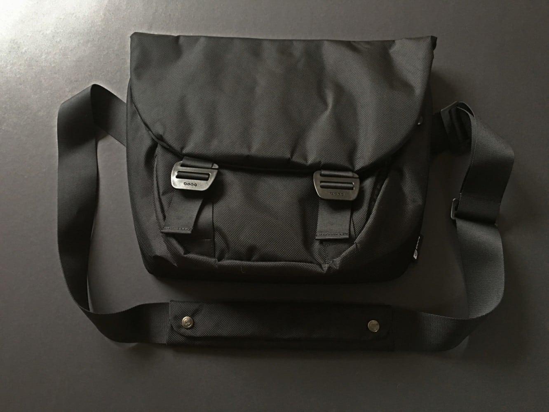 Booq Shadow Messenger Bag