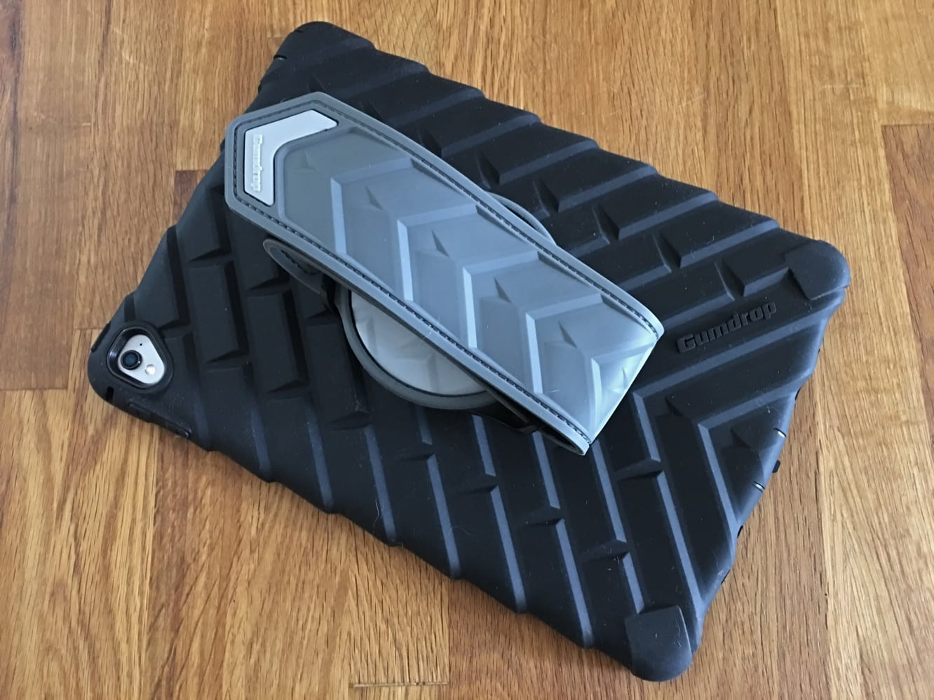 """Review: Gumdrop Cases DropTech Case + Hand Strap for 9.7"""" iPad Pro"""