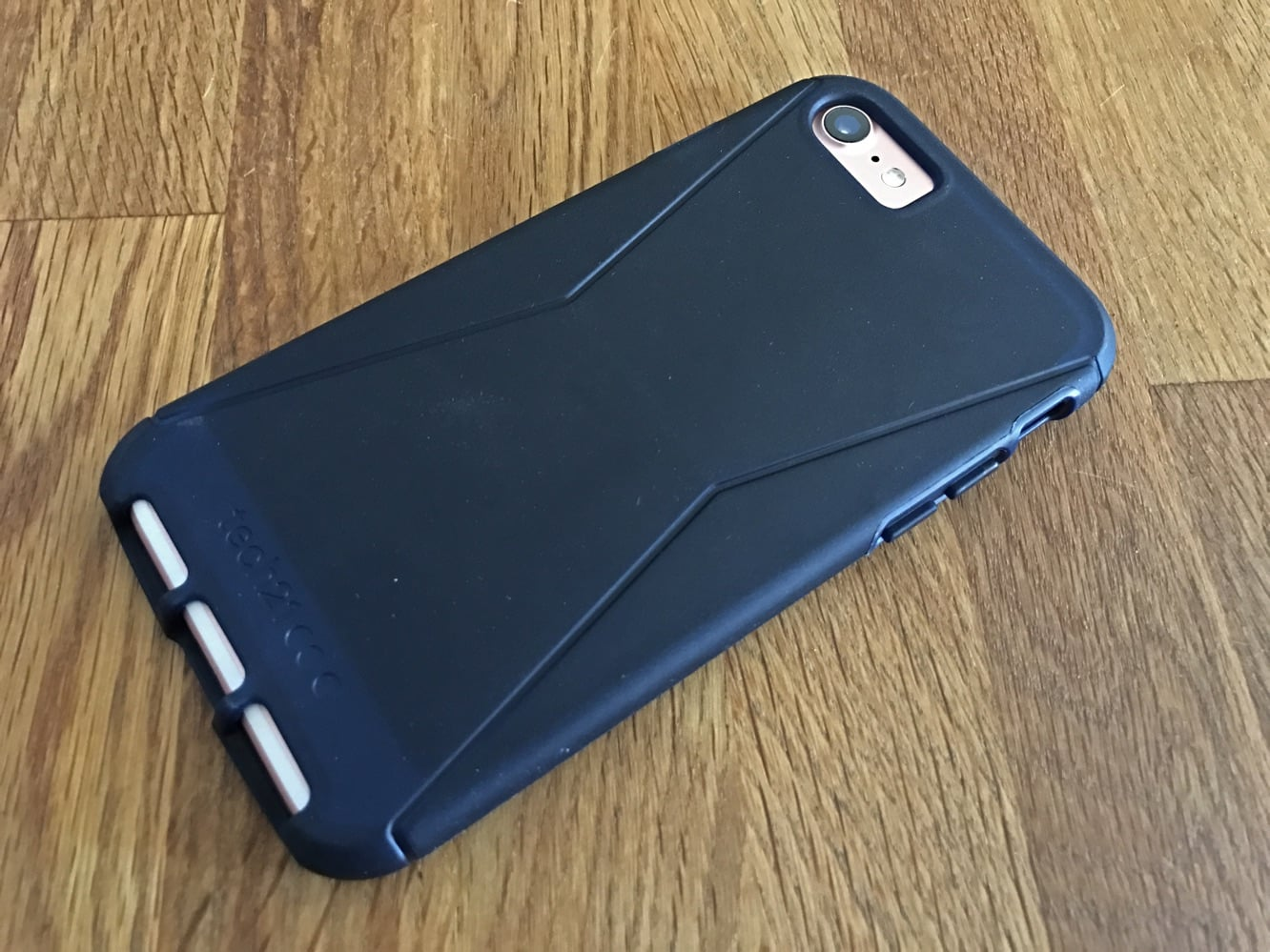 Review: Speck Presidio and Tech21 Evo Tactical for iPhone 7