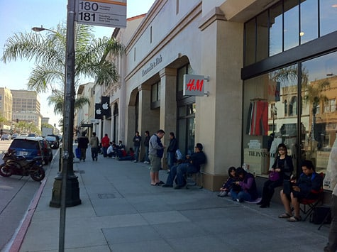 iPad 2 lines forming at Apple retail stores (Updated x2)