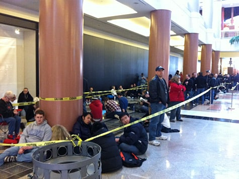 iPad 2 lines persist as frustration grows