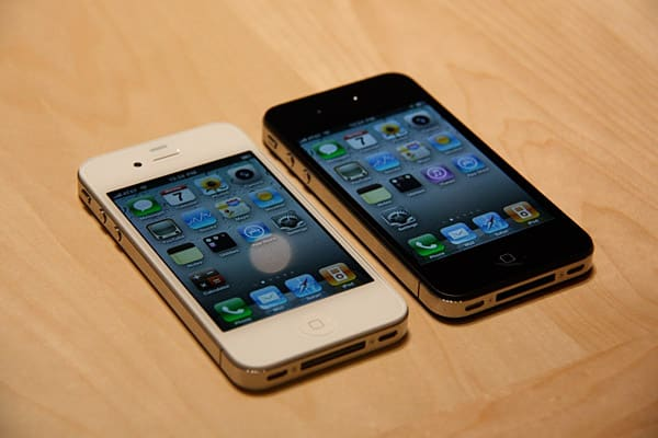 Apple unveils iPhone 4 with front-facing camera, LED flash, more