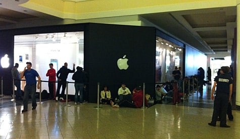 iPhone 4S launches at 8:00 am Local Time