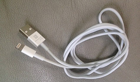 Purported next-gen iPhone charge/sync cable appears online