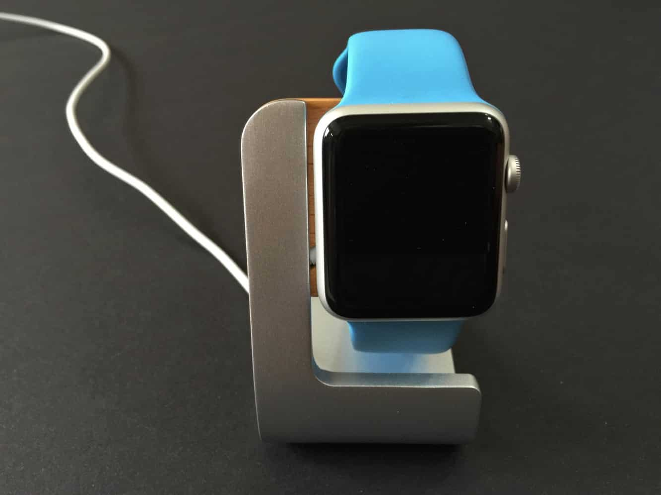 Review: Odoyo KickStand Charging Dock for Apple Watch