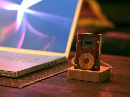 iLounge reader creates all-wood iPod mini, accessories